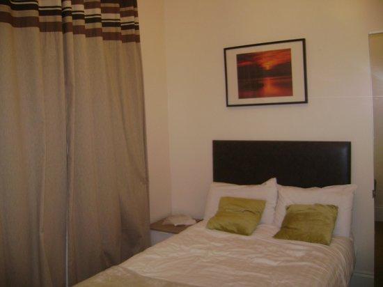 Sapphire Hotel London: chambre