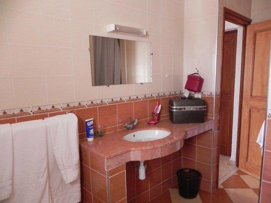 Studiotel afoud: Vaste salle de bains