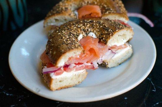 Berkeley Perk Cafe : smoked salmon bagel