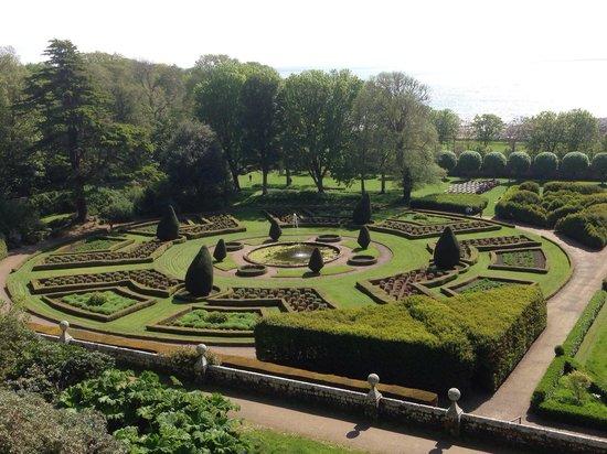 Dunrobin Castle and Gardens : Part of the garden