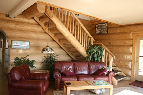 Turnagain View Lodge: stairs up to the Scissor room