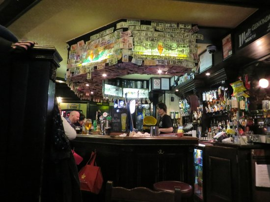 The World's End: Worlds End Bar