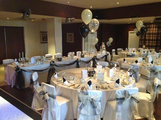 Smiths Hotel: wedding tables