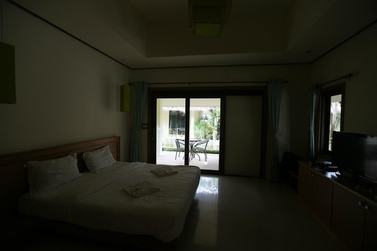 The Nantra De Deluxe : Nantra De Deluxe - Krabi Town - Indonesia - Wandervibes - bedroom