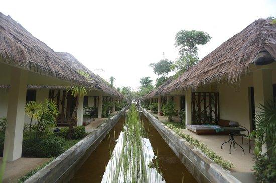 The Nantra De Deluxe: Nantra De Deluxe - Krabi Town - Indonesia - Wandervibes - two rows of rooms towards the beach