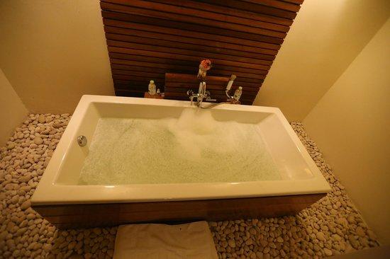 The Nantra De Deluxe: Nantra De Deluxe - Krabi Town - Indonesia - Wandervibes - bathtub parties, baby