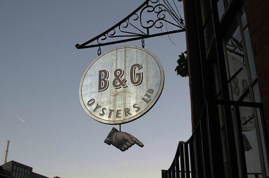 B & G Oysters : Signage