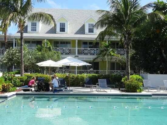 Valentines Resort and Marina : Valentines pool and the Abaco building.
