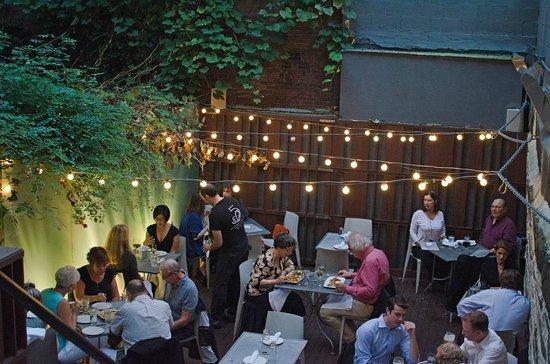 B & G Oysters : Rear courtyard