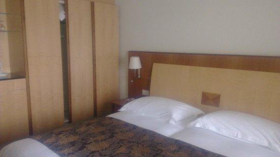 Hotel de la Paix: Room