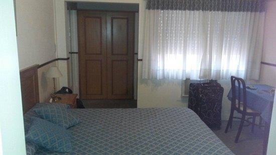 Hotel Madrid: Habitación matrimonial 360 pesos el día (mayo 2014)