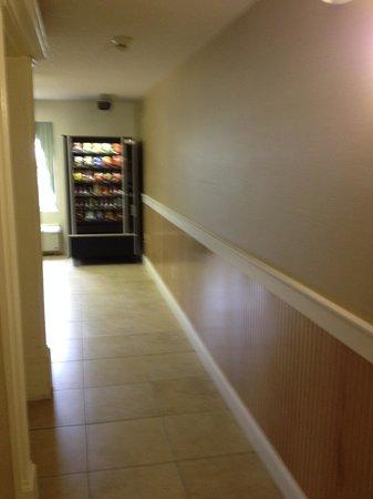 Comfort Inn: Vending area