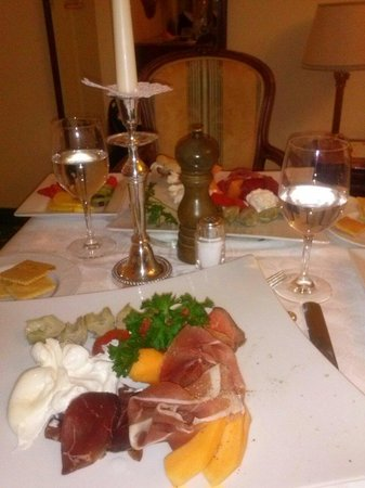 Abano Grand Hotel: Dinner in room, thanks to Francisco