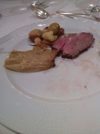 Abano Grand Hotel: This was the complete plate of dinner. Absolute joke (ox fillet and potatoes)