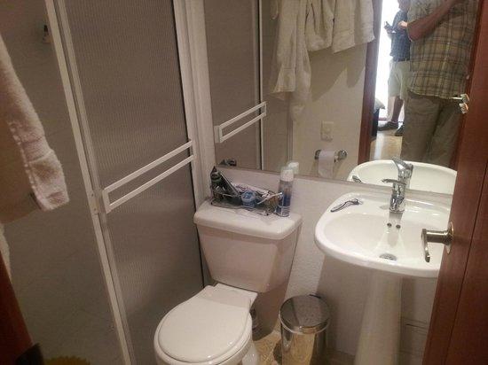 Casa Blanca Hotel Boutique: Small bathroom