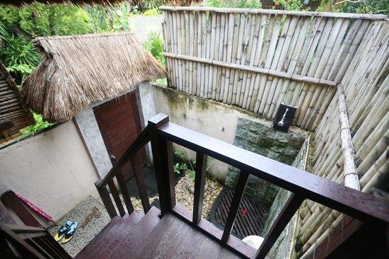 Nanuks Lembongan Bungalows - Tamarind Beach - Bali - Indonesia - Wandervibes - bathroom from bed