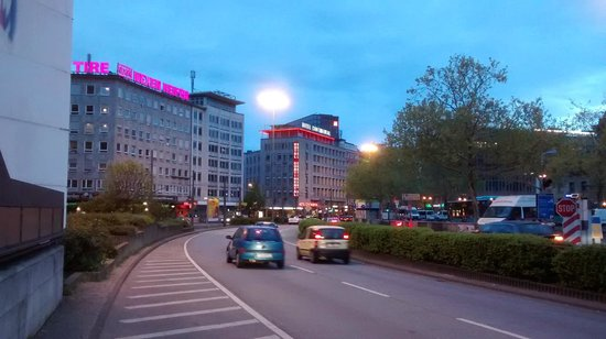 Novum Hotel Continental Frankfurt: Vista desde la Estación de Trenes Frankfurt Main