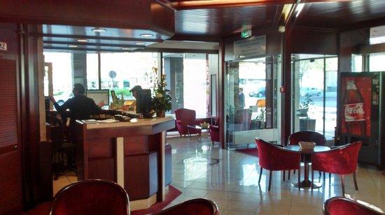 Novum Hotel Continental Frankfurt: Acceso y recepción