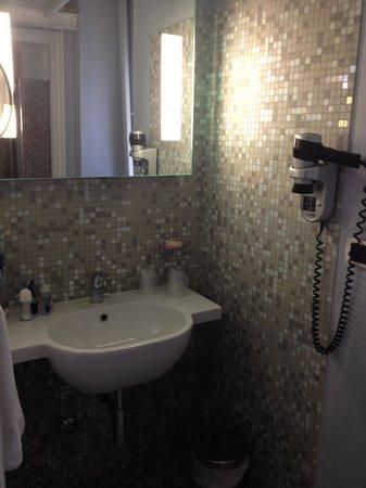 Hotel Palazzo Papaleo: lavabo