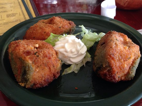 El Hidalgo: Mu stuffed jalepeneos, stuffed with chicken, $7, yes, just seven....