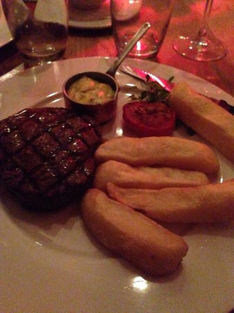 Marco Pierre White Steakhouse and Grill: Fillet steak bernaisse