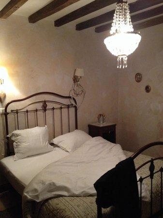 Domaine Du Moulin : Chambre au rdchausse