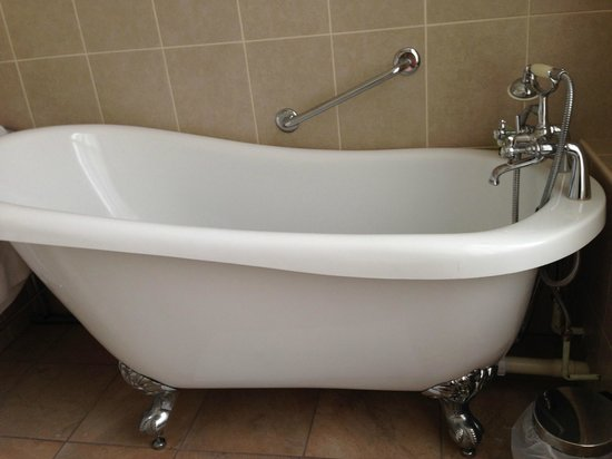The claw-footed tub in our room at The Bailbrook Lodge.