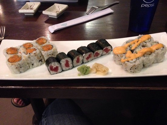 Aya Japanese Steakhouse: Spicy tuna, tuna, and calamari roll