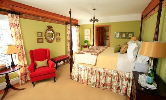 The Butler House Historic Bed and Breakfast : The Green Room