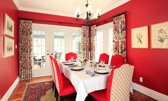 The Butler House Historic Bed and Breakfast : The Dining Room
