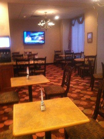 Holiday Inn Express & Suites Regina: BREAKFAST AREA