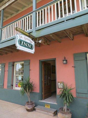 St. George Inn: Entrance on St. George Street