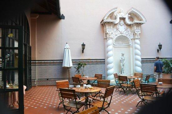 Hotel Mercure Sevilla Havane: Bar En El Patio Español