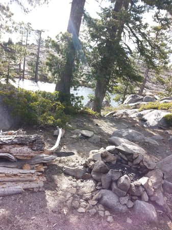 Loch Leven Lakes Trail: Campsite along the second lake
