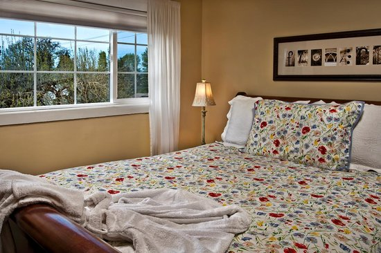 The Carlton Inn Bed & Breakfast: Dundee Hills room