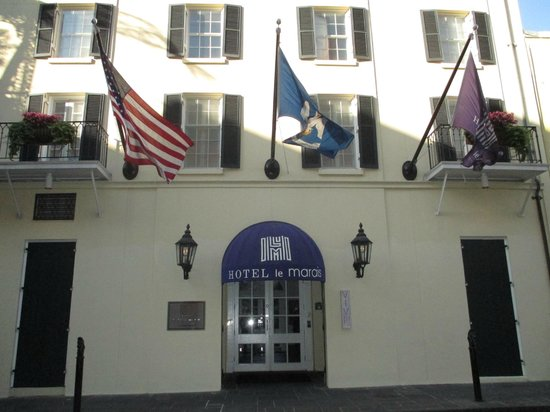Hotel Le Marais: Front of the hotel
