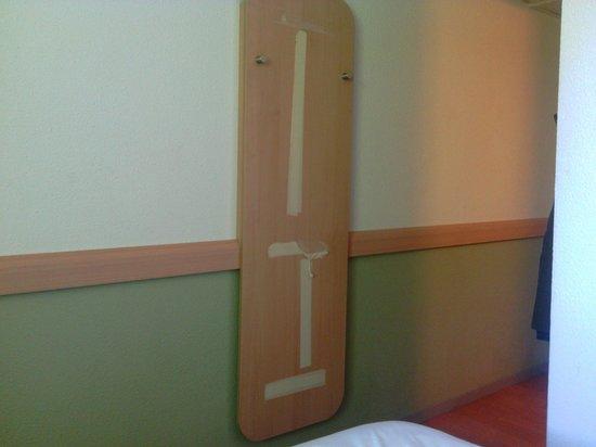 Ibis Budget Fontainebleau Avon : ce qui à mon avis devait être un miroir...
