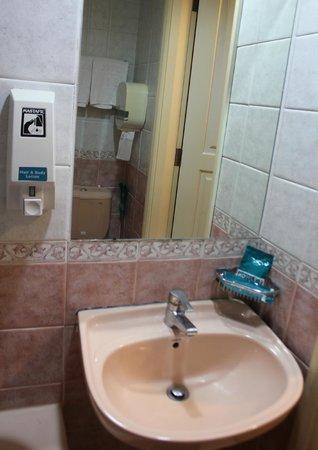 Hotel 81 - Princess: В ванной