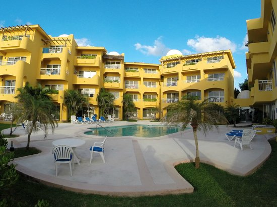 Playa Azul Golf, Scuba, Spa: Pool area