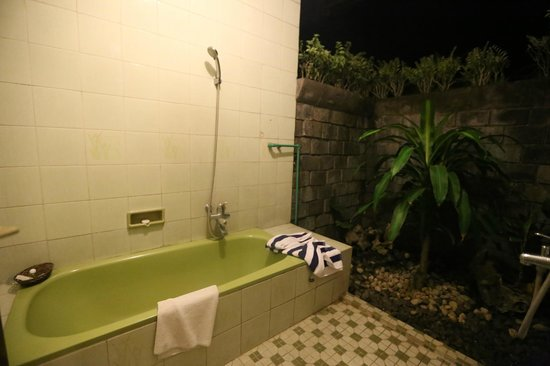 Poeri Devata Resort Hotel - Yogyakarta - Central Java - Indonesia - Wandervibes - bathroom/bathr