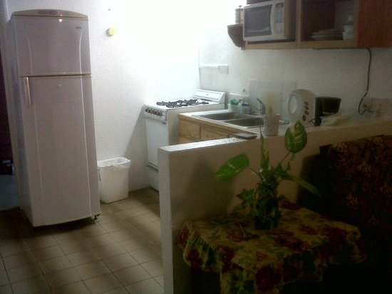 Gem Holiday Beach Resort: Kitchenette