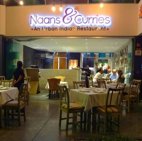 Naans & Curries : convenient location, very safe, close to the airport