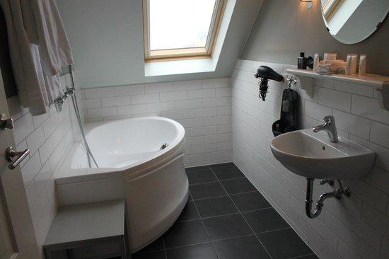 Reykjavik Residence Suites: Bathroom