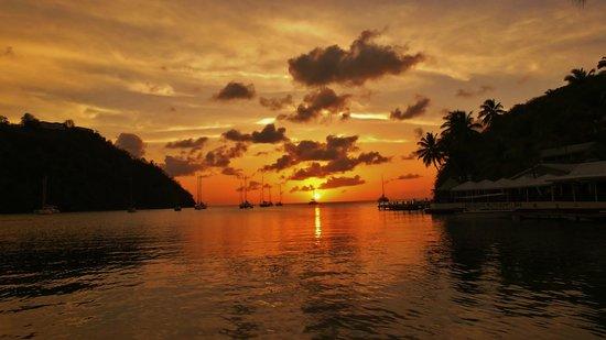 Marigot Beach Club and Dive Resort : Atardecer desde la playa