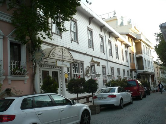 Avicenna Hotel : Front of Hotel