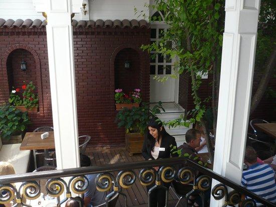 Avicenna Hotel : Outside seating / breakfast area