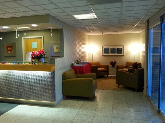 BEST WESTERN Lock Haven: Cozy soft seating area to read the morning paper