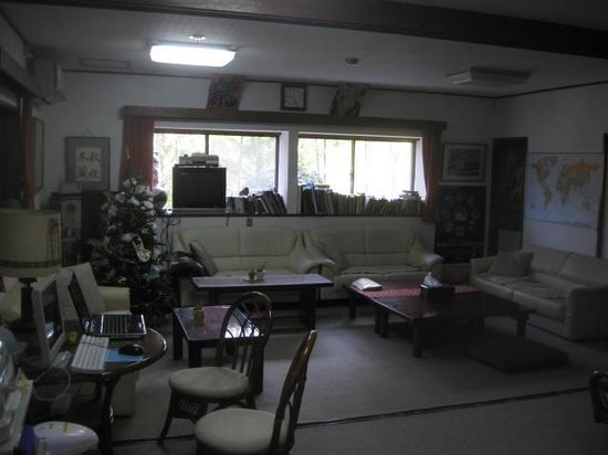 Fuji-Hakone Guest House: Communal lounge