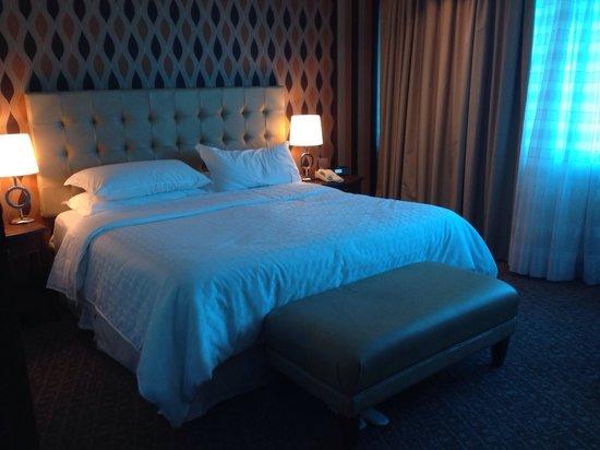 Sheraton Porto Alegre Hotel: Quarto casal