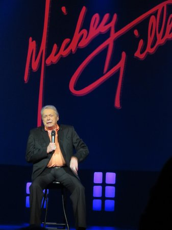 Mickey Gilley Theatre: Mickey on stage